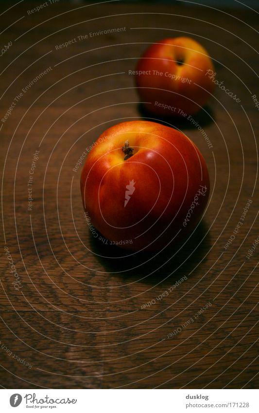 Pfirsich Farbfoto Innenaufnahme Studioaufnahme Kunstlicht Frucht Ernährung Bioprodukte Vegetarische Ernährung Diät Slowfood Gesundheit Tisch frisch schön