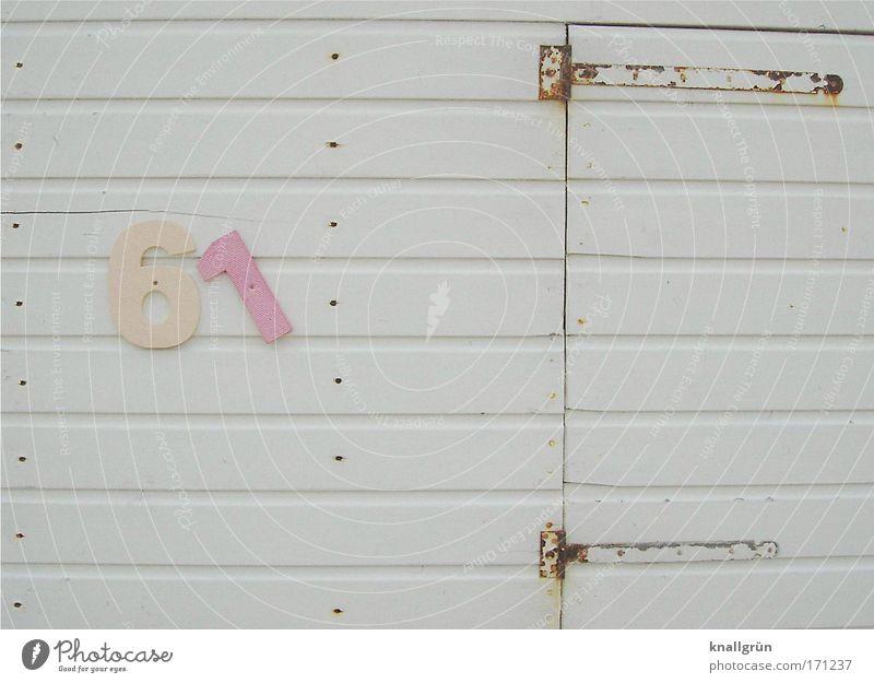 61 weiß Meer Ferien & Urlaub & Reisen Erholung Holz hell braun rosa Tür Ziffern & Zahlen Sommerurlaub Umkleideraum Holzleiste Scharnier