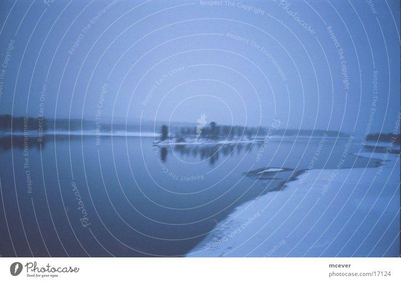 Finnisches Eis Finnland Winter Wasser Schnee blau