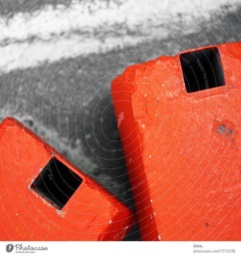 !Trash! 2016 | Schwerpunkte Verkehr Verkehrswege Straße Absperrgitter Beton liegen muskulös nachhaltig Stadt orange Kraft Mut Schutz Verschwiegenheit Ausdauer