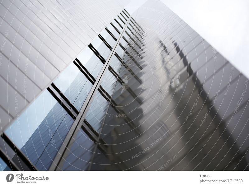 monoton | das wars auch schon (II) Himmel schlechtes Wetter Hochhaus Bankgebäude Bauwerk Gebäude Architektur Mauer Wand Fassade Fenster Glas Metall bedrohlich