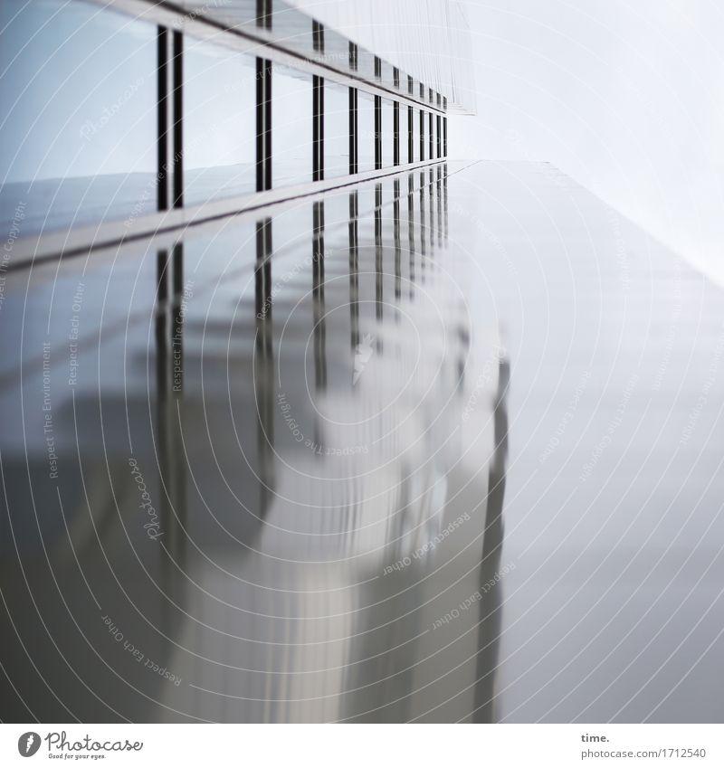 monoton | das wars auch schon (I) Himmel blau Einsamkeit Fenster kalt Architektur Wand Gebäude Mauer grau Fassade Metall modern Glas Hochhaus bedrohlich