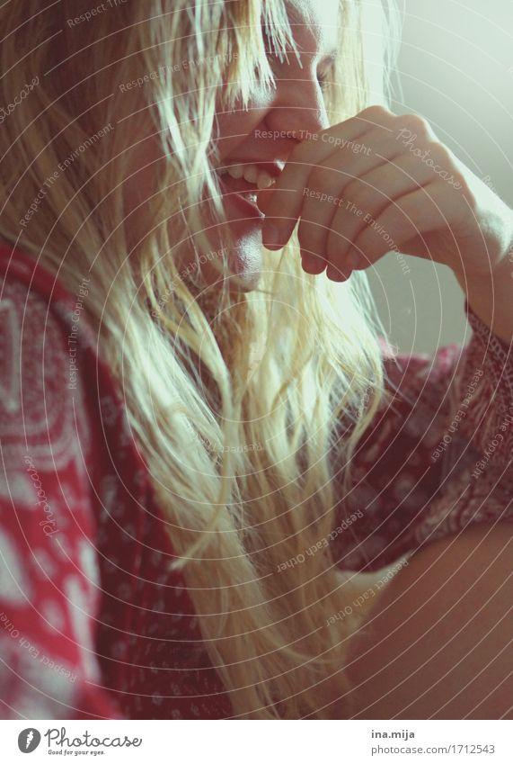 entspannte Momente Mensch feminin Junge Frau Jugendliche Erwachsene Leben Gesicht 1 18-30 Jahre Haare & Frisuren blond langhaarig Locken lachen authentisch
