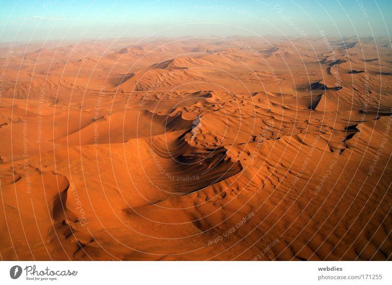 Endlich Wüste! mehrfarbig Außenaufnahme Menschenleer Abend Schatten Vogelperspektive Landschaft Urelemente Erde Sand Himmel Horizont Sonnenaufgang