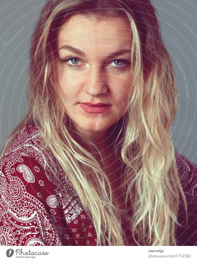 _ Mensch Frau Jugendliche blau schön Junge Frau rot 18-30 Jahre Gesicht Erwachsene Leben natürlich feminin Mode Haare & Frisuren Zufriedenheit