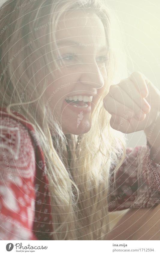 entspannte Momente II Mensch Frau Jugendliche schön Junge Frau Freude 18-30 Jahre Gesicht Erwachsene Leben Gefühle feminin Glück Haare & Frisuren Zufriedenheit