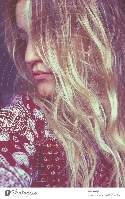 _ lernen Student Mensch feminin Junge Frau Jugendliche Erwachsene Leben Haare & Frisuren 1 18-30 Jahre blond langhaarig Locken authentisch trendy schön Gefühle