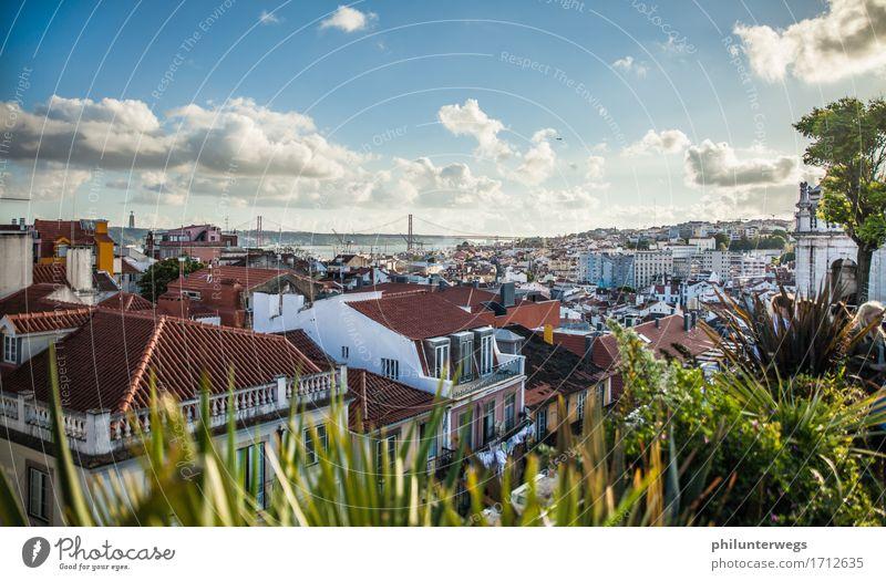 Over the roofs of Lisboa Himmel Ferien & Urlaub & Reisen Stadt Sonne Wolken Haus Freude Ferne Wärme sprechen Party Häusliches Leben Aussicht Schönes Wetter Brücke entdecken