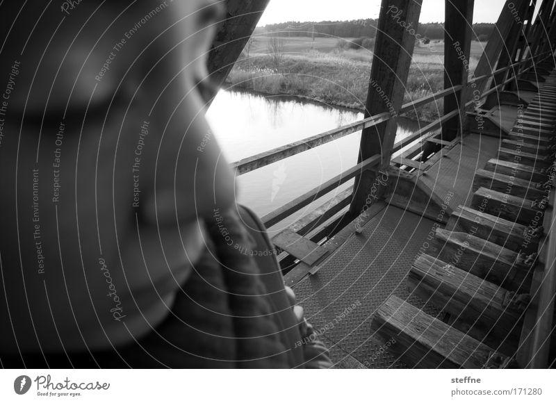 Nahaufnahme Mensch Jugendliche Gesicht feminin Mund Landschaft Erwachsene Nase Eisenbahn Brücke Fluss Vertrauen Gleise Müdigkeit Kanal