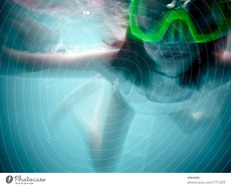 nixe da! Mensch Kind Mädchen blau Sommer Freude Sport feminin Bewegung träumen Unterwasseraufnahme nass verrückt frisch