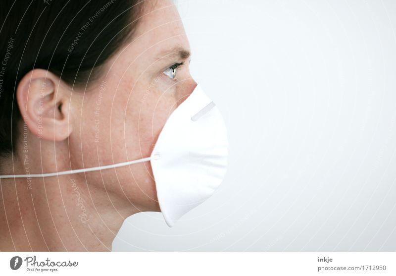 von rechts kommt schlechte Luft Gesundheit Krankheit Allergie Arbeit & Erwerbstätigkeit Beruf Laborant Gesundheitswesen Frau Erwachsene Leben Gesicht 1 Mensch