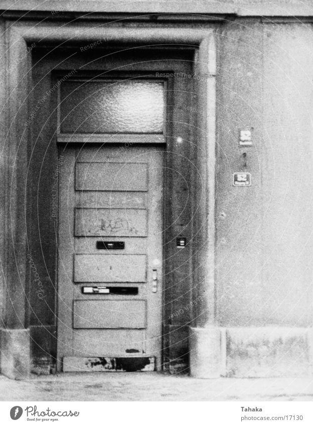 Tür Haus Architektur Schwarzweißfoto alt
