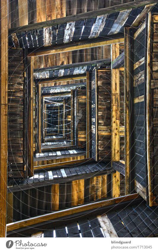 Tower Turm Treppe Holz Metall groß hoch oben unten braun schwarz weiß Höhenangst tief goetheturm Frankfurt am Main sachsenhausen Farbfoto Außenaufnahme