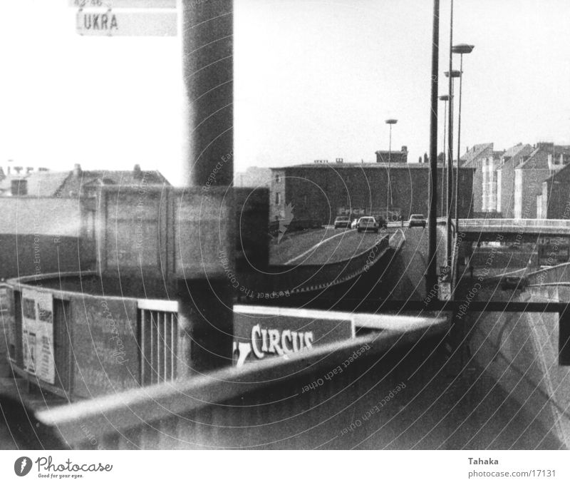 Stadtleben Verkehr Brücke scwarzweiß Bürcke Architektur