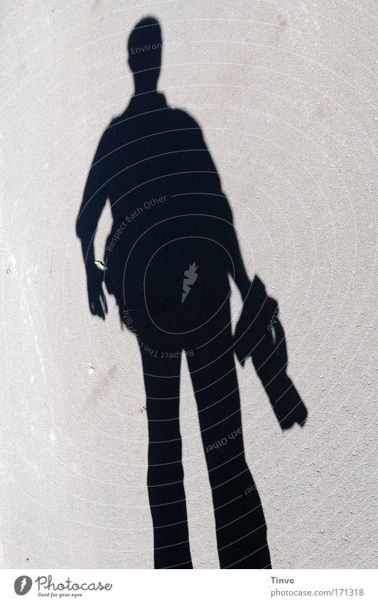 """""""Zieh!"""" Farbfoto Gedeckte Farben Außenaufnahme Textfreiraum links Textfreiraum rechts Abend Licht Schatten Kontrast Silhouette maskulin Mann Erwachsene 1 Mensch"""