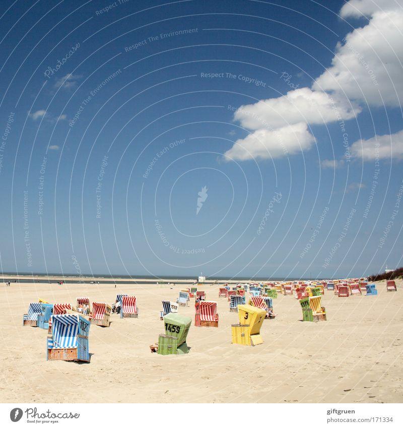 zufallsverteilung Farbfoto mehrfarbig Außenaufnahme Textfreiraum oben Tag Ferien & Urlaub & Reisen Tourismus Ausflug Sommer Sommerurlaub Sonne Sonnenbad Strand