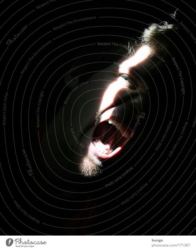DOOOOOC!!!!! Farbfoto Studioaufnahme Textfreiraum links Textfreiraum unten Nacht Licht Schatten Kontrast Sonnenstrahlen Porträt Blick in die Kamera maskulin