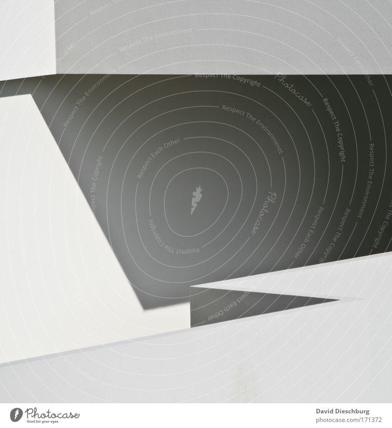 Weiße Architektur Schwarzweißfoto Außenaufnahme Detailaufnahme abstrakt Tag Schatten Kontrast Zentralperspektive Kunst Mauer Wand Fassade schwarz Linie gerade