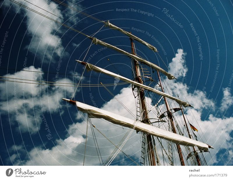 Deine Sehnsucht ist die Ferne Ferne Freiheit Zufriedenheit Freizeit & Hobby Abenteuer Seil Lifestyle Romantik Sehnsucht Schönes Wetter Schifffahrt Reichtum Segeln Dynamik Mast Segelboot