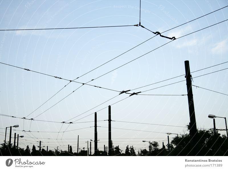 die Totale Vernetzung Farbfoto Außenaufnahme Menschenleer Abend Silhouette Himmel Wolken Athen Griechenland Europa Hauptstadt Verkehr Straßenverkehr S-Bahn