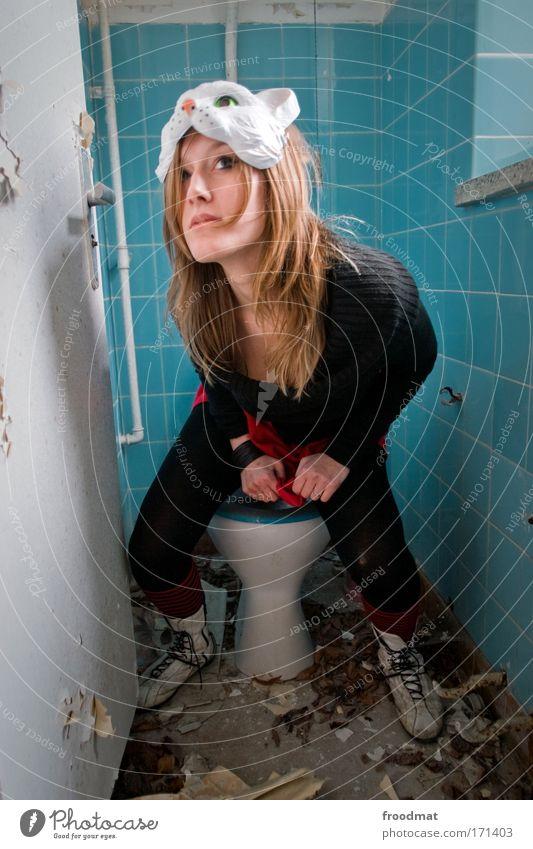 Katzeklo Frau Mensch Jugendliche schön Erwachsene feminin blond sitzen einzigartig Maske Toilette Verfall skurril chaotisch