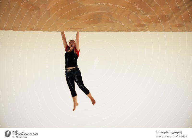hanging around in the desert Mensch Frau Himmel Jugendliche Erwachsene feminin Sand Gesundheit Angst fliegen Ausflug 18-30 Jahre Junge Frau Wüste fallen festhalten