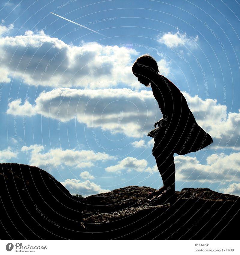 gratwanderung Mensch Kind Himmel Jugendliche blau Sonne Wolken schwarz Ferne feminin Spielen Berge u. Gebirge Felsen laufen wandern Ausflug
