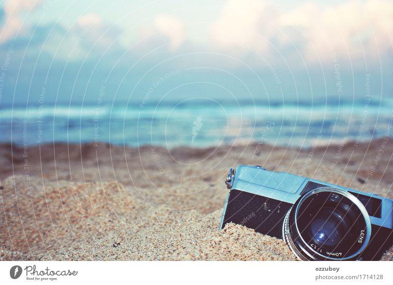 Entfernungsmesser-Kamera alt blau Sommer Strand schwarz Lifestyle Stil Sand Design träumen Freizeit & Hobby retro Fotokamera Leidenschaft Filmmaterial
