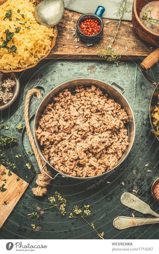 Kochen mit Hackfleisch Foodfotografie Stil Lebensmittel Design Häusliches Leben Ernährung Tisch Kräuter & Gewürze kochen & garen Küche Getreide Bioprodukte