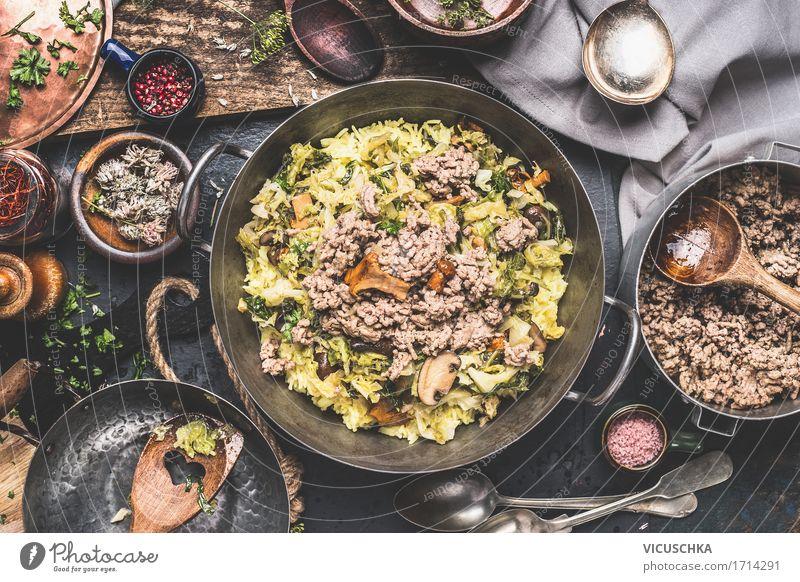 Topf mit mit Reis, Kohl und Hackfleisch Lebensmittel Fleisch Gemüse Getreide Kräuter & Gewürze Öl Ernährung Mittagessen Abendessen Büffet Brunch Festessen