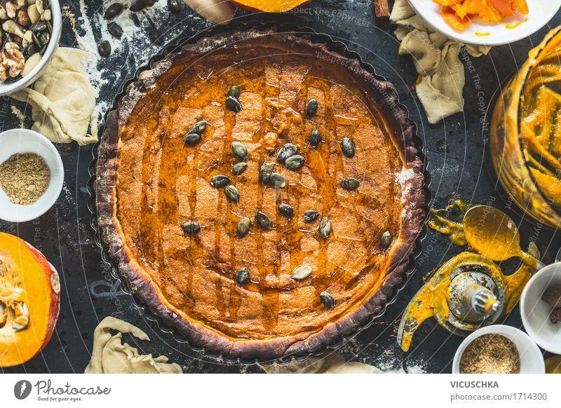 Traditionelle Kürbiskuchen Lebensmittel Gemüse Kuchen Dessert Süßwaren Ernährung Bioprodukte Geschirr Topf Glas Besteck Löffel Lifestyle Stil Design