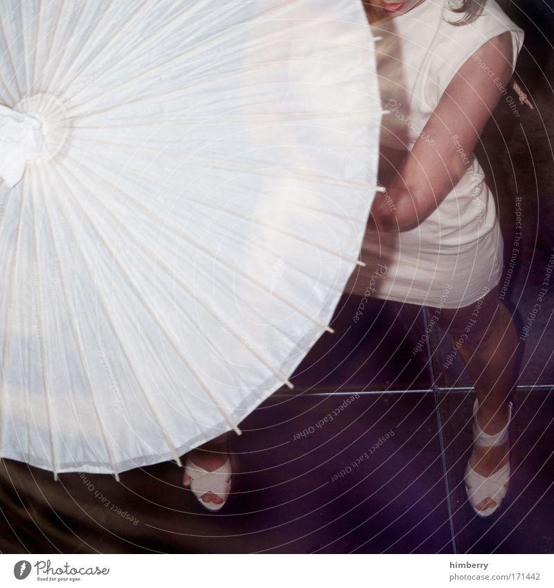 under my umbrella eh eh la eh Frau Mensch Jugendliche schön Freude Erwachsene feminin Mode Tanzen Tanzveranstaltung Show Kleid Regenschirm Theaterschauspiel