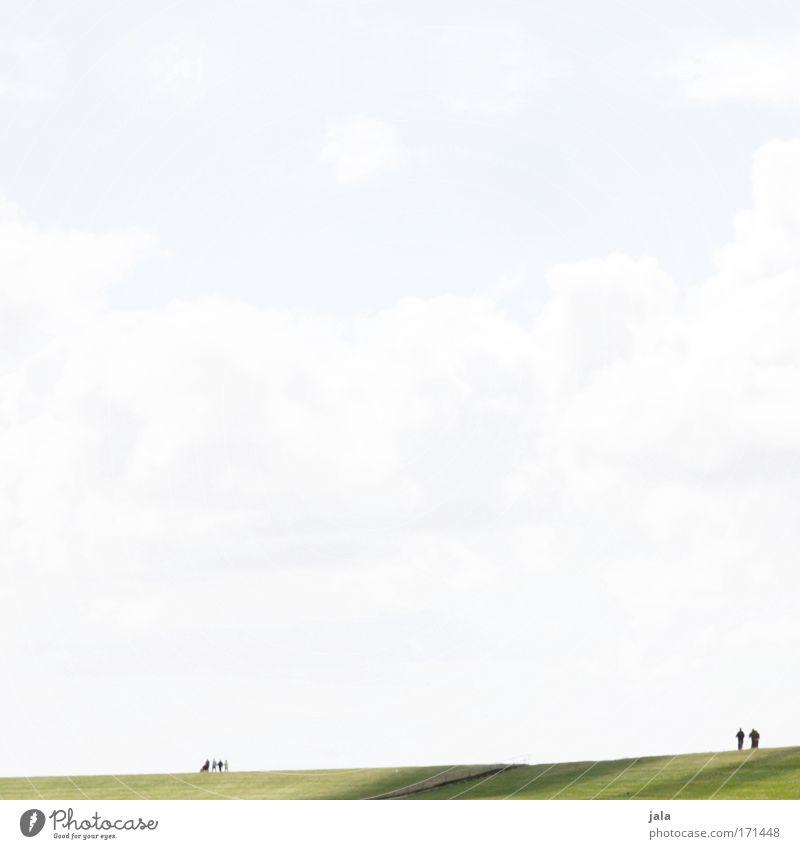 embankment ramblers Mensch Himmel ruhig Senior Wolken Ferne Leben Wiese hell laufen stehen Spaziergang Gelassenheit Partner Nordsee Deich