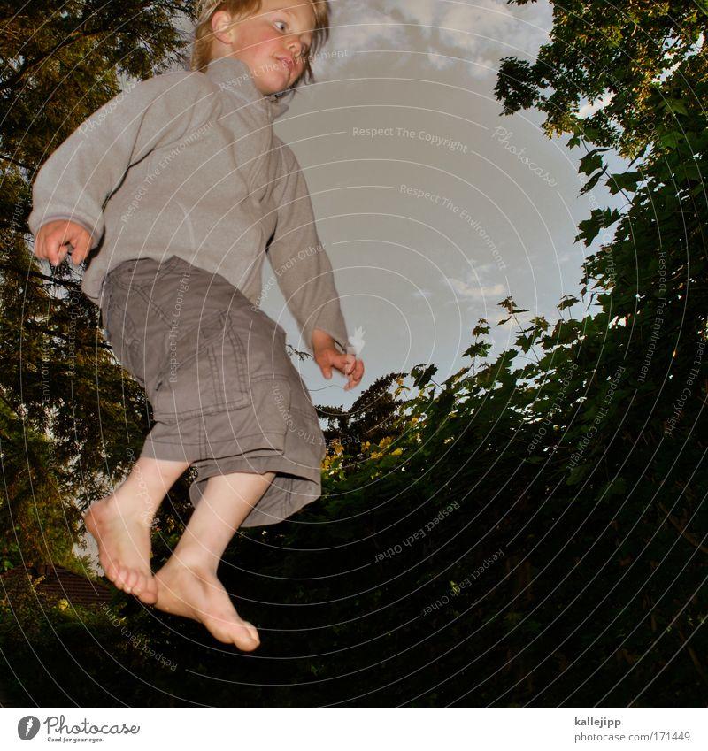 mutprobe Mensch Kind Himmel Baum Ferien & Urlaub & Reisen Freude Blatt Wald Umwelt Leben Spielen Junge Haare & Frisuren springen Garten Beine
