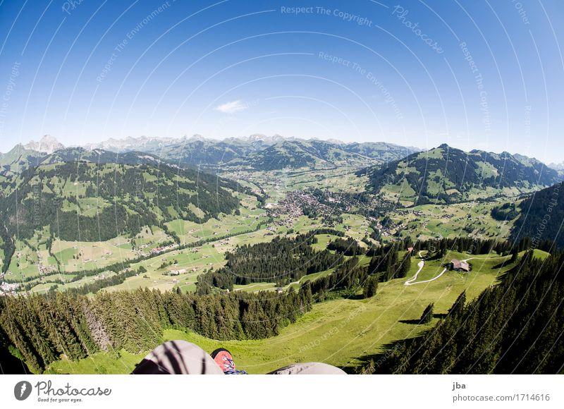 Abgleiten von der Wispile I Leben Erholung ruhig Freizeit & Hobby Ausflug Ferne Freiheit Sommer Sonne Berge u. Gebirge Sport Gleitschirmfliegen Sportstätten