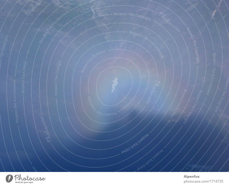Brockengespenst mit Glorie Klettern Bergsteigen Umwelt Sonnenlicht Nebel Hügel Alpen träumen bedrohlich gruselig Stimmung Angst Endzeitstimmung geheimnisvoll