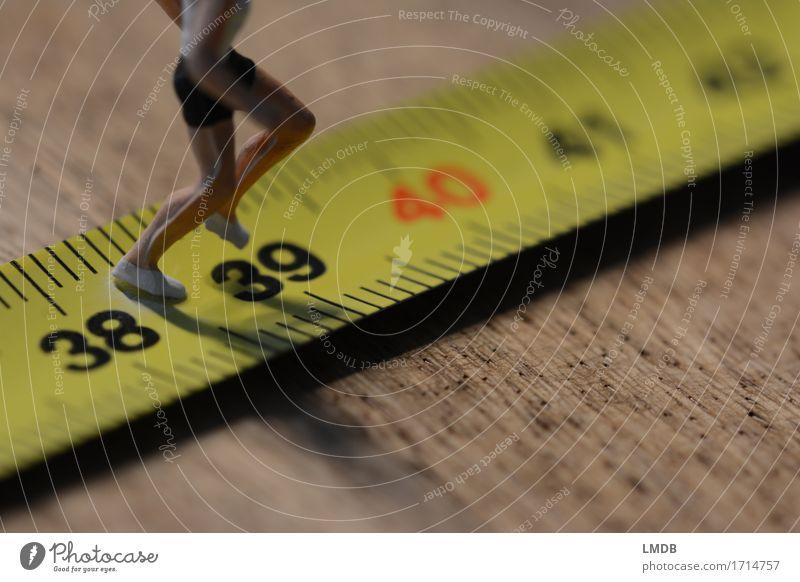 ...auf die 40 zu... Gesundheit sportlich Fitness Sport Sport-Training Leichtathletik Sportler Joggen Rennbahn Mensch maskulin Mann Erwachsene Leben Körper Beine