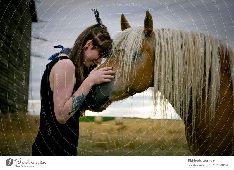Carina | Pferdemädchen Mensch Natur Jugendliche schön Junge Frau Tier Freude 18-30 Jahre Erwachsene Umwelt natürlich feminin Glück außergewöhnlich