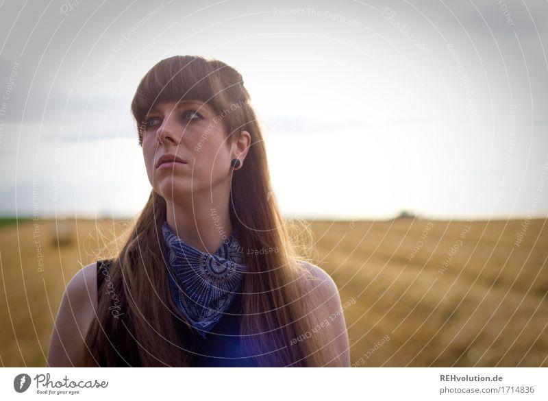 Carina | auf dem Feld Stil Mensch feminin Junge Frau Jugendliche Erwachsene Gesicht 1 18-30 Jahre Umwelt Natur Landschaft Himmel Sommer Haare & Frisuren brünett