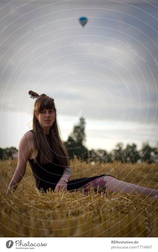 Carina | und der Ballon Mensch Natur Jugendliche schön Junge Frau Landschaft 18-30 Jahre Erwachsene Umwelt natürlich feminin außergewöhnlich Haare & Frisuren