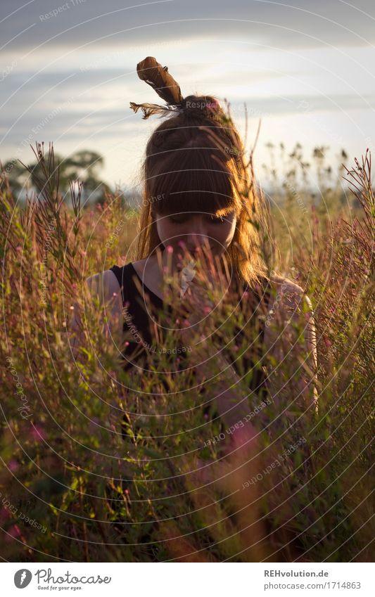 Carina   im Abendlicht Mensch feminin Junge Frau Jugendliche 1 18-30 Jahre Erwachsene Umwelt Natur Landschaft Himmel Sommer Schönes Wetter Blume Gras Wiese