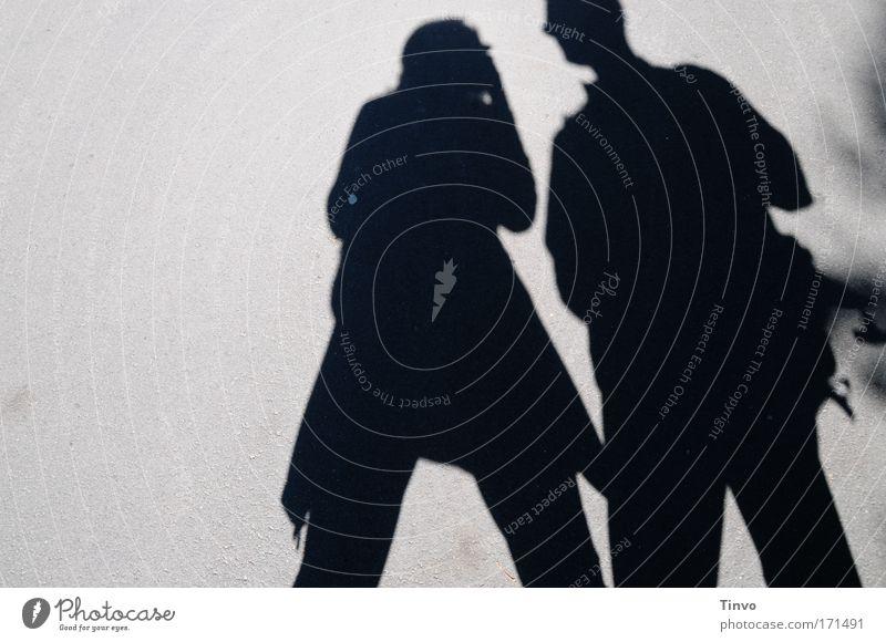 Schattengespräch Frau Mensch Mann Erwachsene sprechen Denken Paar Zusammensein paarweise stehen Kommunizieren Team Schatten Neugier erstaunt