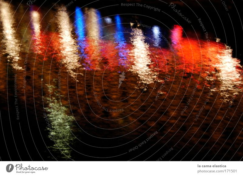 Farbfoto Außenaufnahme Experiment abstrakt Menschenleer Textfreiraum rechts Textfreiraum unten Nacht Langzeitbelichtung Bewegungsunschärfe Wasser Fluss Denken