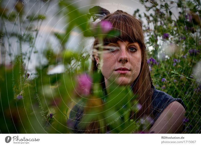 Carina | Blumenwiese Mensch Frau Himmel Natur Jugendliche Pflanze Junge Frau grün Landschaft 18-30 Jahre Gesicht Erwachsene Umwelt Traurigkeit Blüte