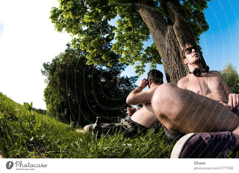 sonntag nachmittag Mensch Natur Jugendliche Himmel Baum grün Sommer Freude ruhig Erholung Wiese Musik Glück Landschaft Freundschaft