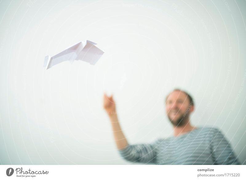 Fliegendes Papier Freude Glück Modellbau Handarbeit Ferien & Urlaub & Reisen Studium lernen Büro Mann Erwachsene Flugzeug Segelflugzeug Flugplatz Erholung