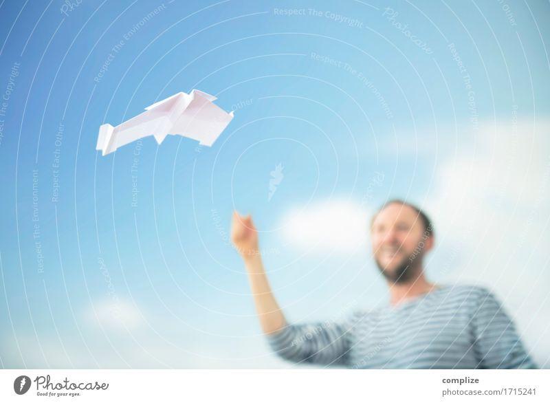 Paper Plane Himmel Ferien & Urlaub & Reisen Mann Sommer Hand Wolken Freude Gesicht Erwachsene Gesundheit Spielen Business Büro Luft Freizeit & Hobby Luftverkehr