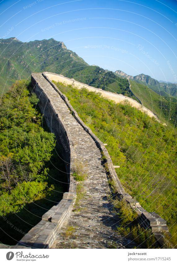 Grenzgang große Mauer Ferne Freiheit Sightseeing Berge u. Gebirge Chinesische Architektur Landschaft Wolkenloser Himmel Schönes Wetter Bauwerk Sehenswürdigkeit