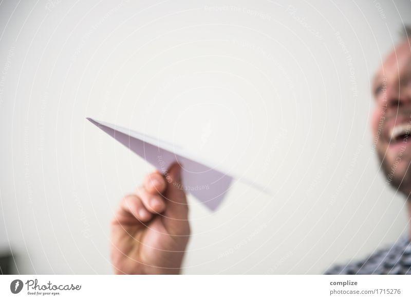 fliegen Expedition Flughafen Flugzeug Spielen werfen innovativ Papierflieger Freude Luft Ferien & Urlaub & Reisen Reisefotografie Passagierflugzeug Luftverkehr