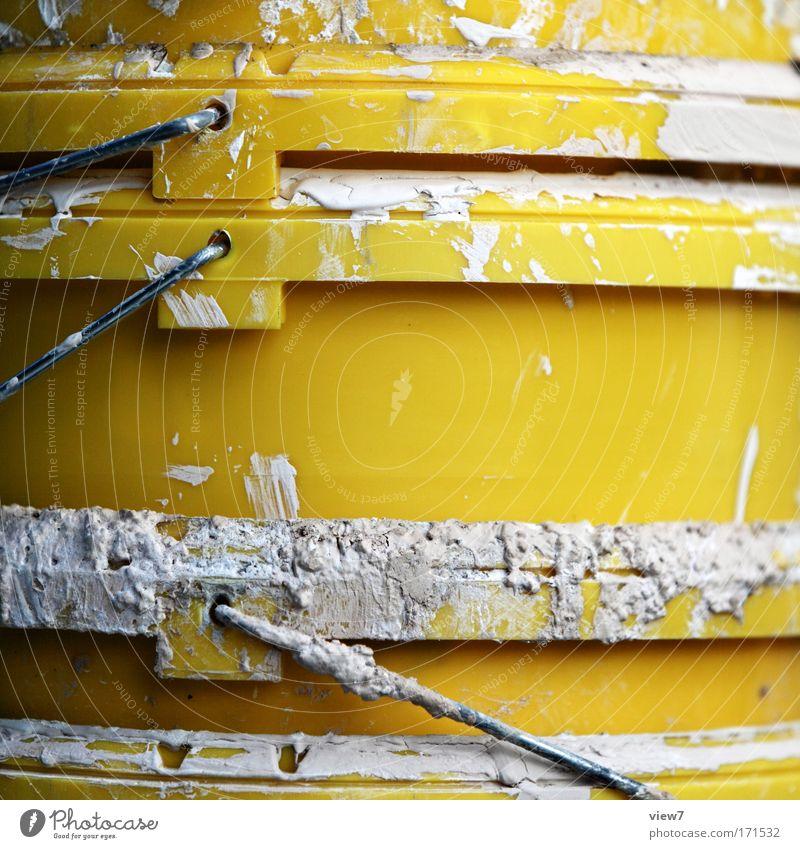 alte Eimer gelb Spielen oben Stimmung warten dreckig Industrie Fröhlichkeit trist kaputt Ende einfach Baustelle Freizeit & Hobby Dienstleistungsgewerbe